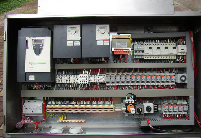 Electric panel for construction cranes